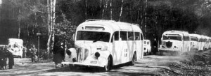 Svedish_Red_Cross_buses_in_Germany_WW2,_possibly_near_Friedrichsruh2