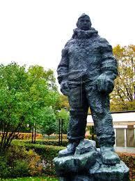 Finn Malmgren staty